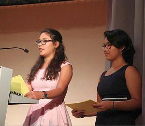 Rahimi-Schwestern am Rednerpult