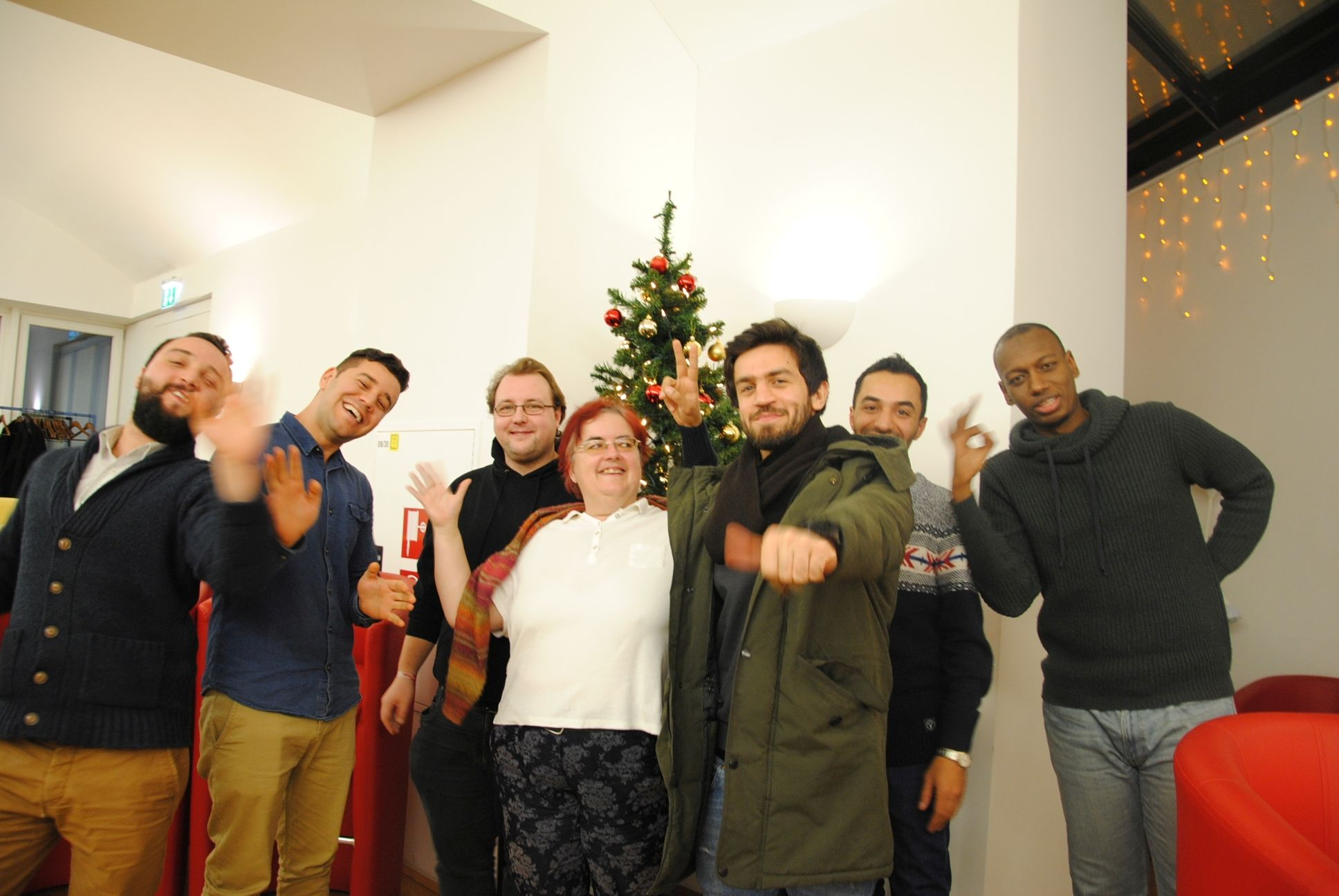 course participants and christmas tree